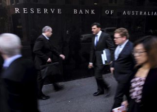 Australia Cut Rate as Virus's Disruptions Grow