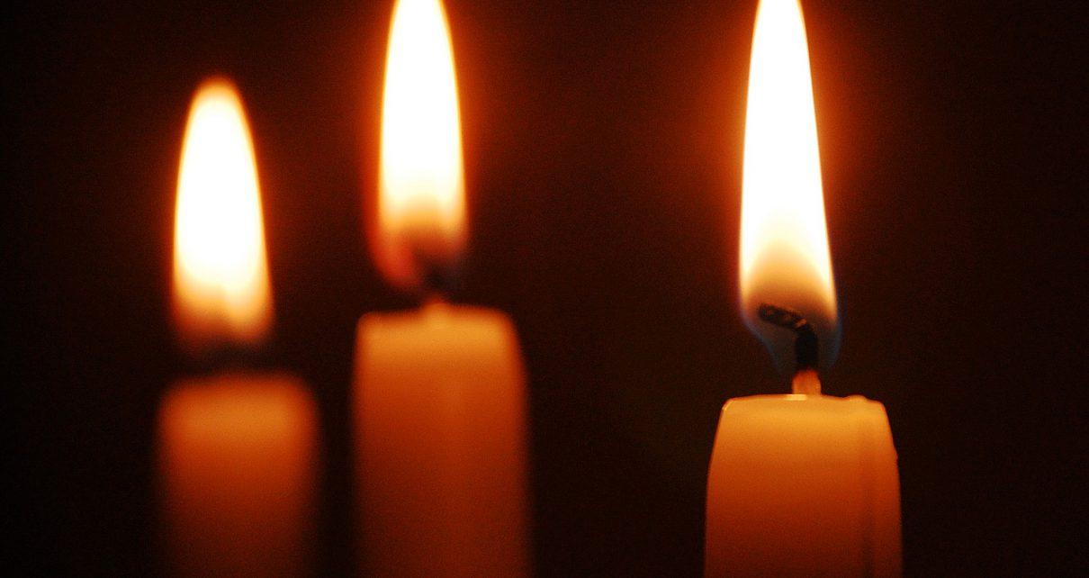 Indians light lamps to heed Modi's call for coronavirus comradeship